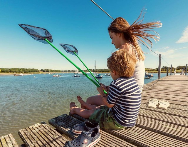 Gins Barn holiday cottage, kids on jetty