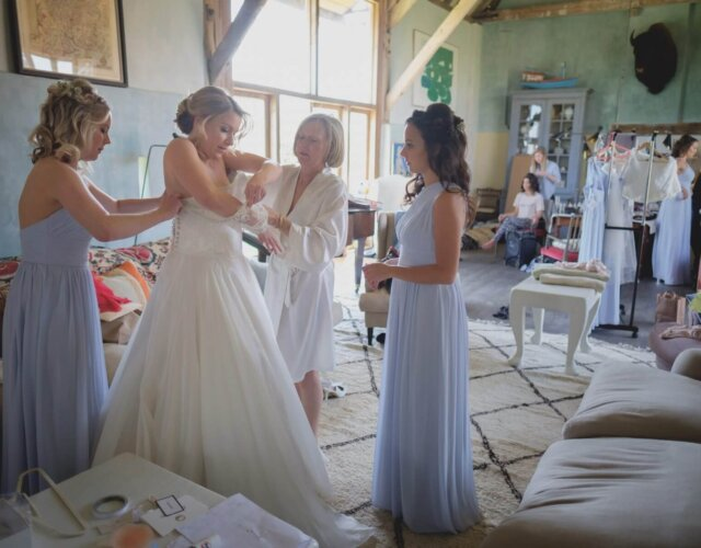 Hire Gins Barn for your wedding venue
